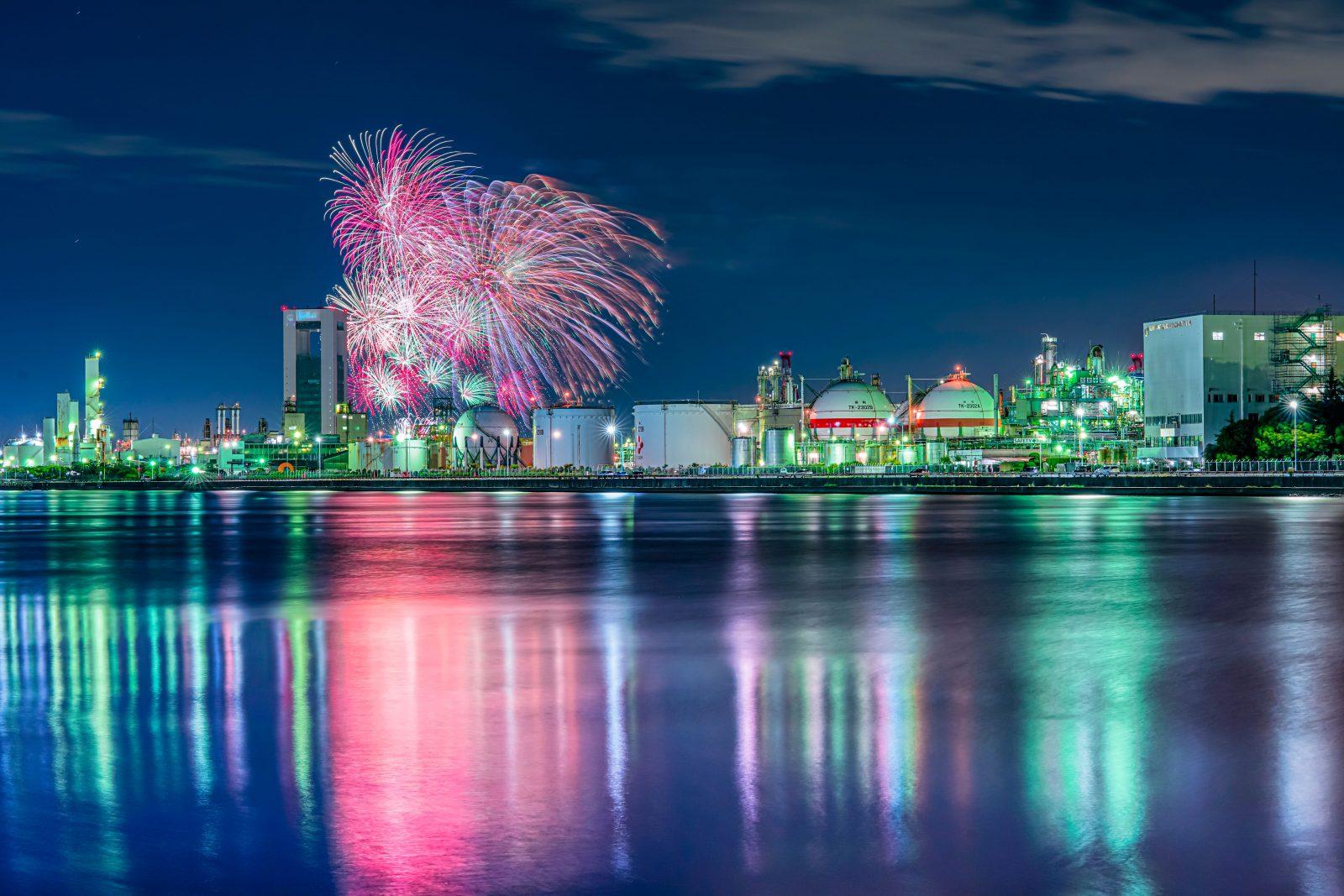 ポートビルと四日市の花火大会の写真